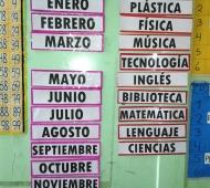 Panel con los meses del año y los días de la semana.